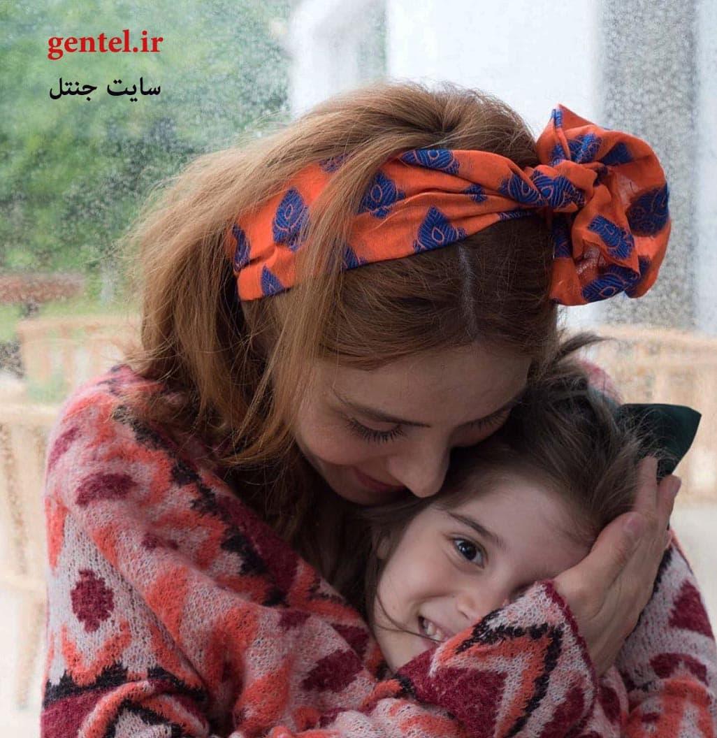 نور فتاح اوغلو و دخترش